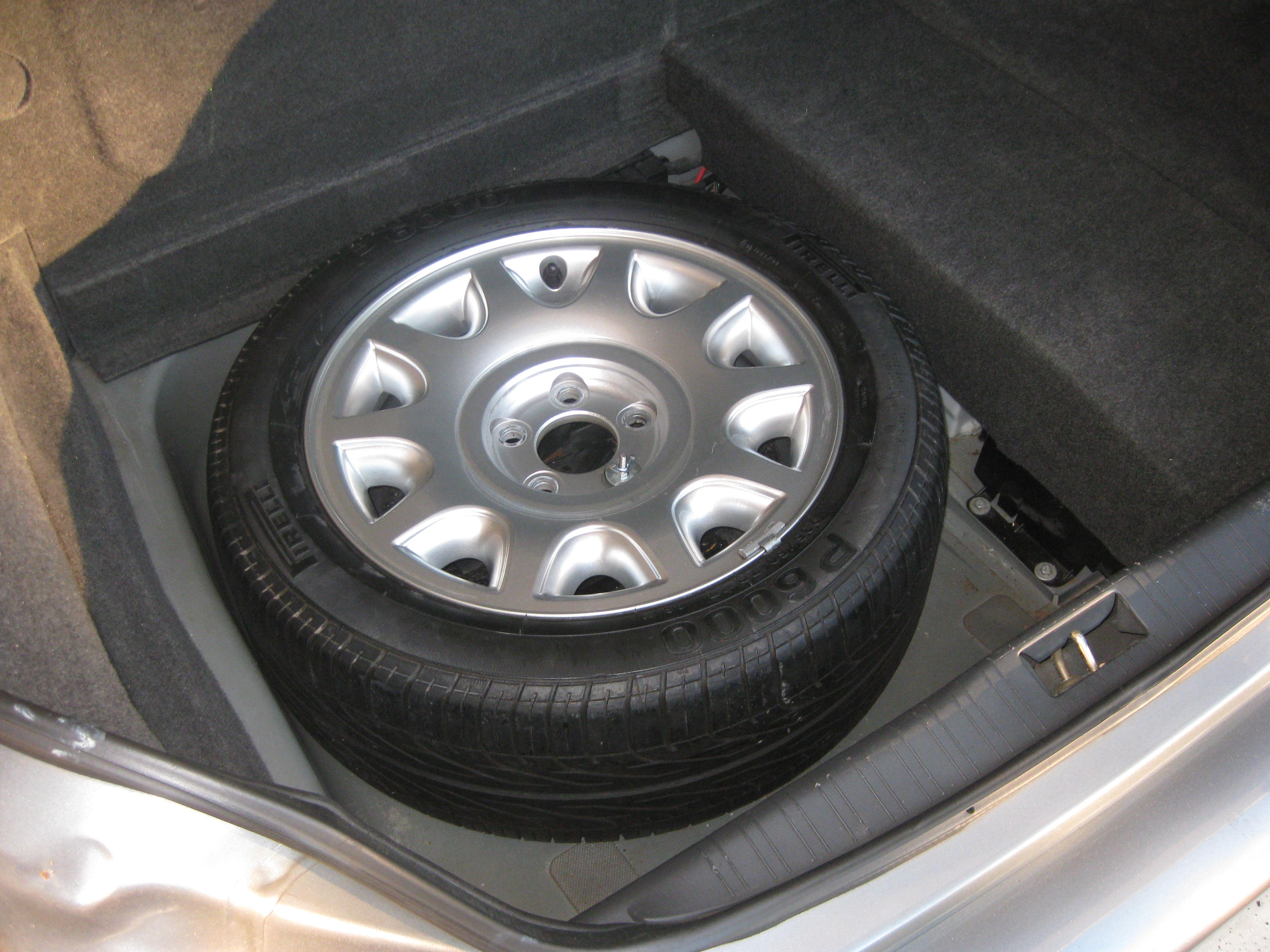'97-03 OE Wheel/tire